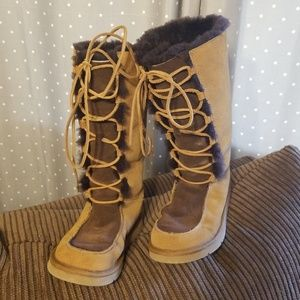 UGG Tall boots sz 8 brown/tan